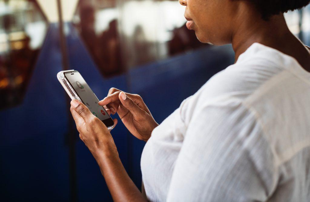 Taxes-et-droits-de-Douane-sur-les-telephones-au-Cameroun-pan-eco